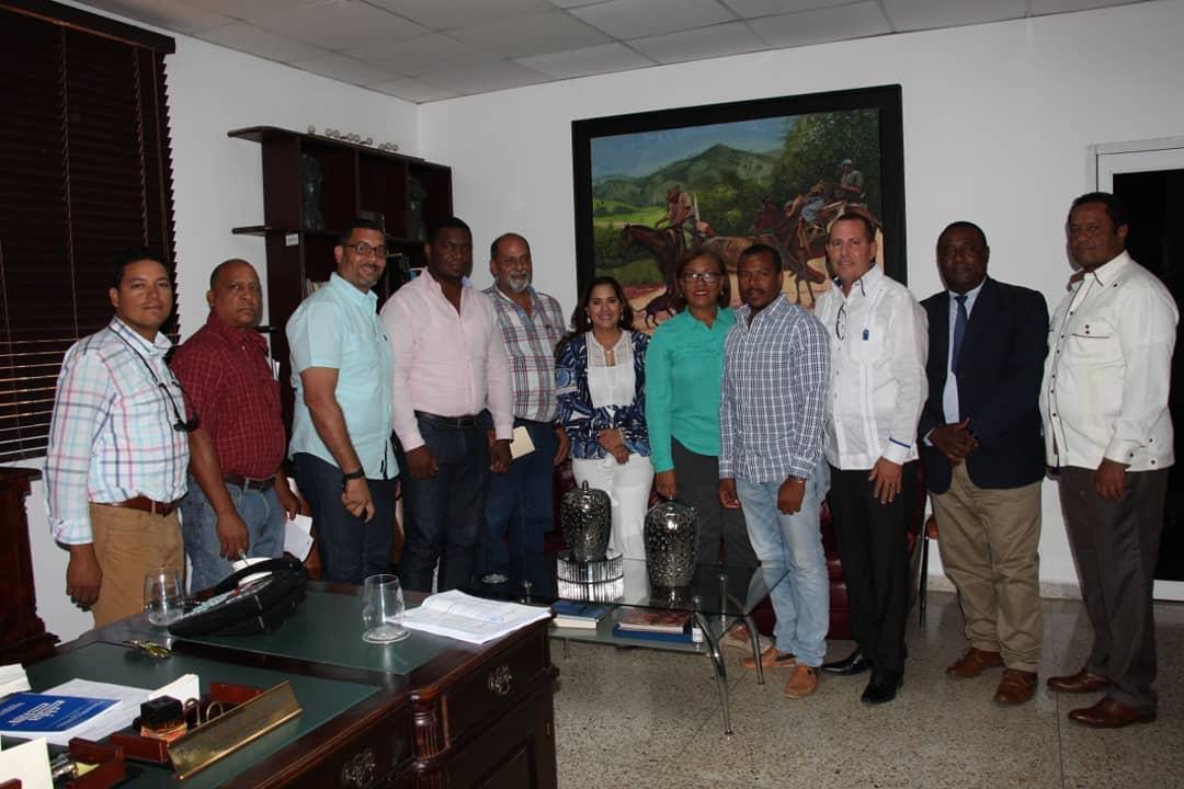 La Alcaldesa municipal Karen Aristy recibió en su despacho una comisión