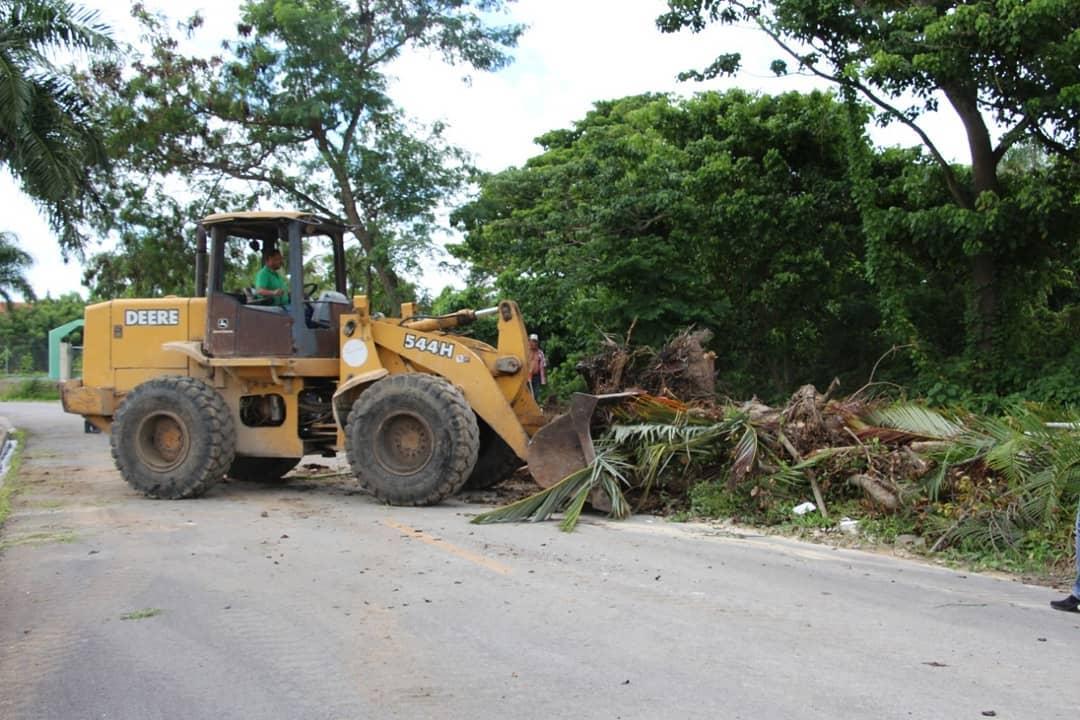 Equipos Pesados del Municipio de Higüey trabaja en la eliminación de vertederos improvisados